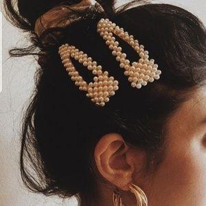 HAIR CLIPS X2